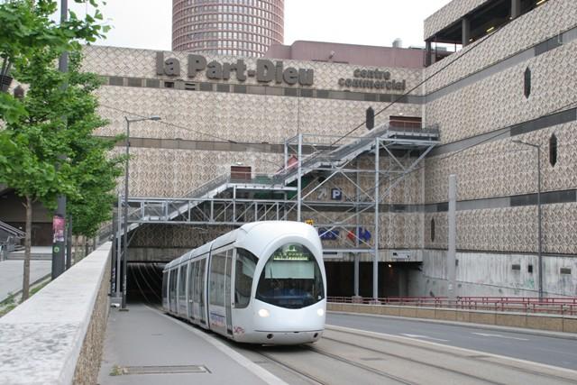 Ville de lyon en images anciennes et modernes suite for Centre commercial grand tour sainte eulalie
