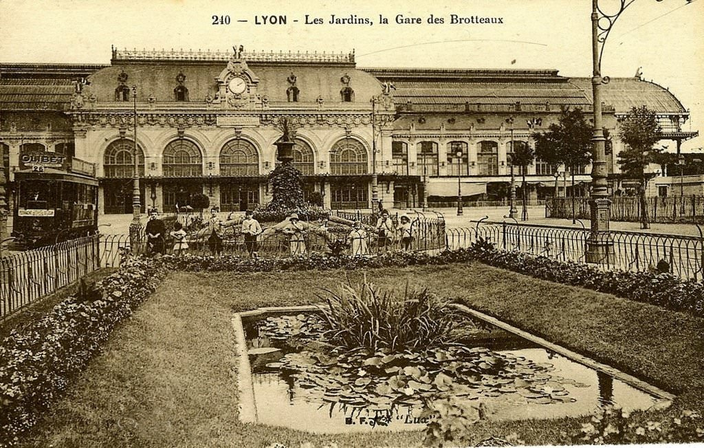 Lyon les jardins la gare des brotteaux for Jardin couvert lyon